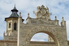 Château Cos d'Estournel in Saint-Estèphe (met tingelende belletjes aan de toren)