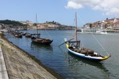 Langs de kade van Vila Nova de Gaia (tegenover Porto).SRX01952-Porto
